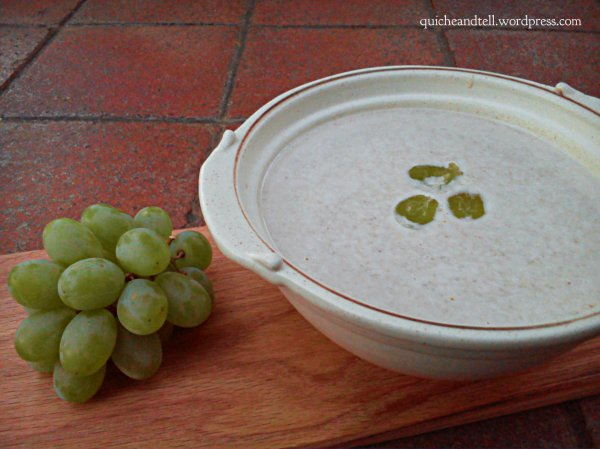 Almond and grape soup